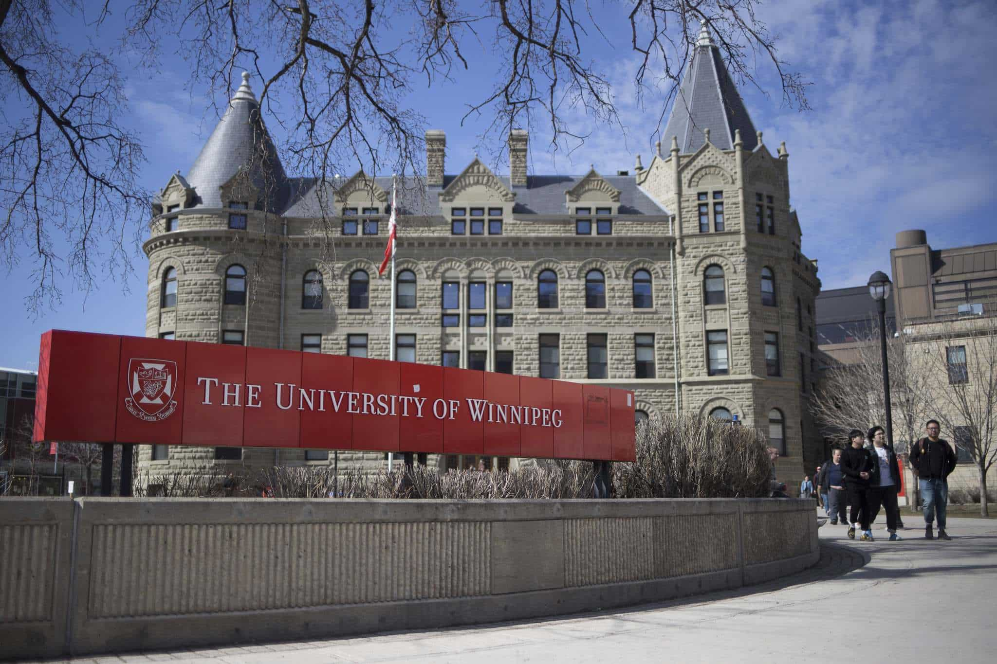 The Best Credit Cards for University of Winnipeg Students